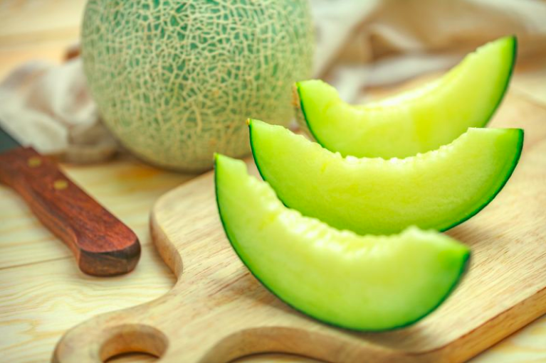 Honeydew Melon: Origins, Nutritional Value and Health Benefits
